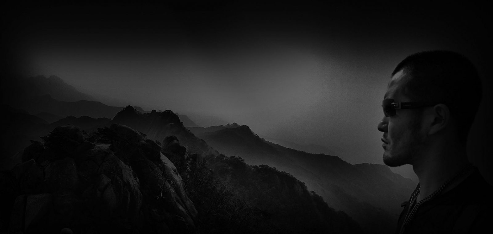 Selfie From an Island Cliff in Tongyeong, South Korea - VINJABOND