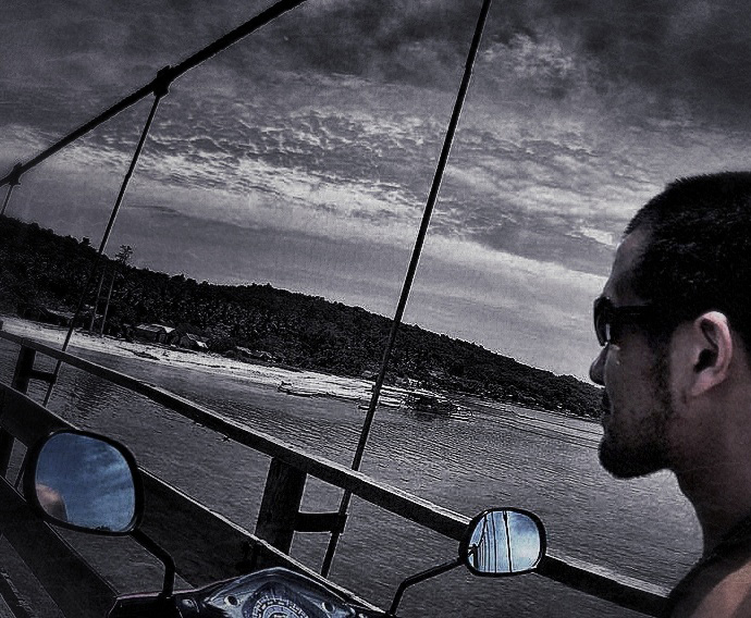 Bridge From Ceningan Island to Lembongan Island on a Motorbike // Vagabonding - VINJABOND