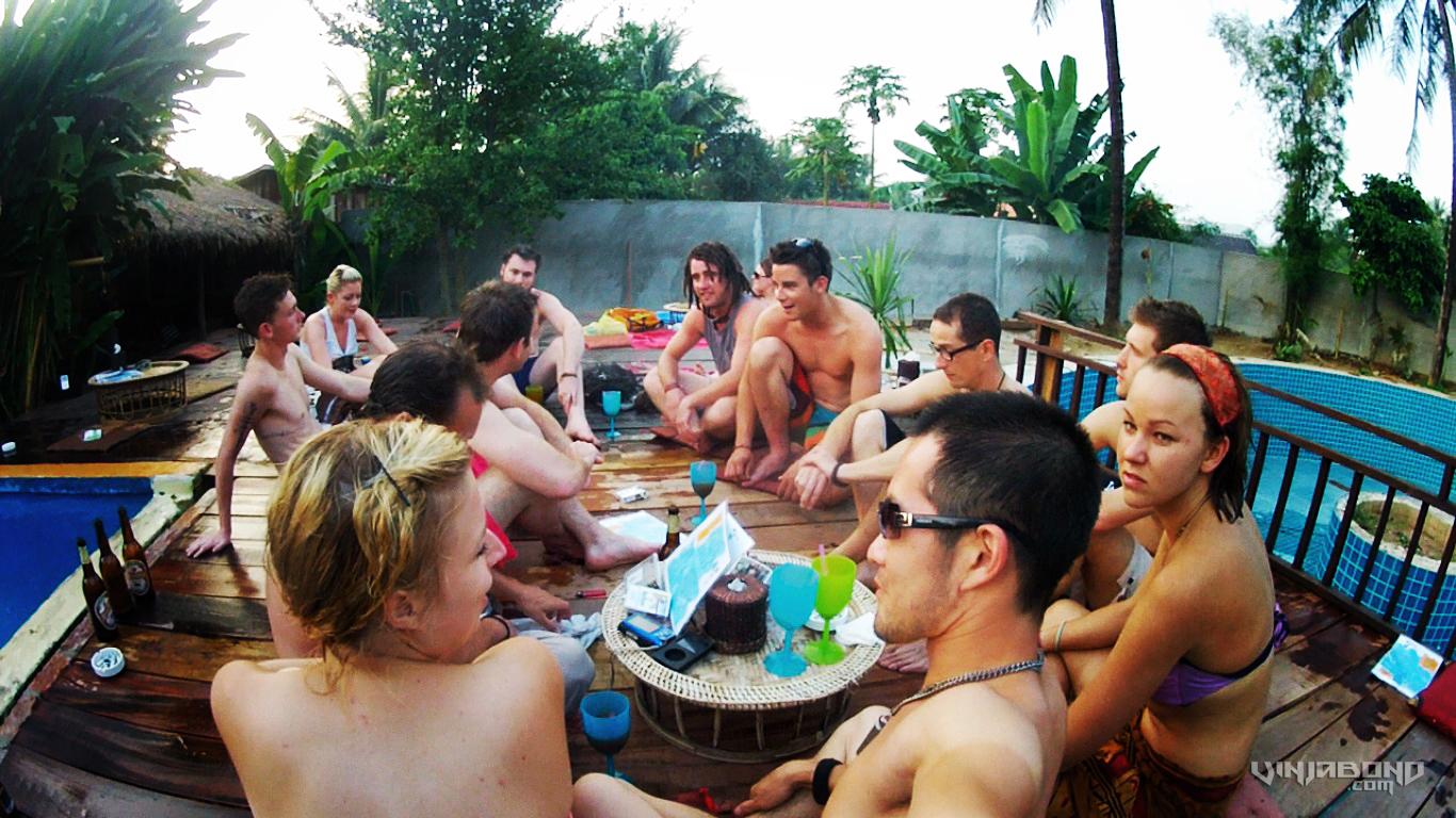 Backpackers at a Pool Party in Luang Prabang, Laos /// Vagabonding - VINJABOND