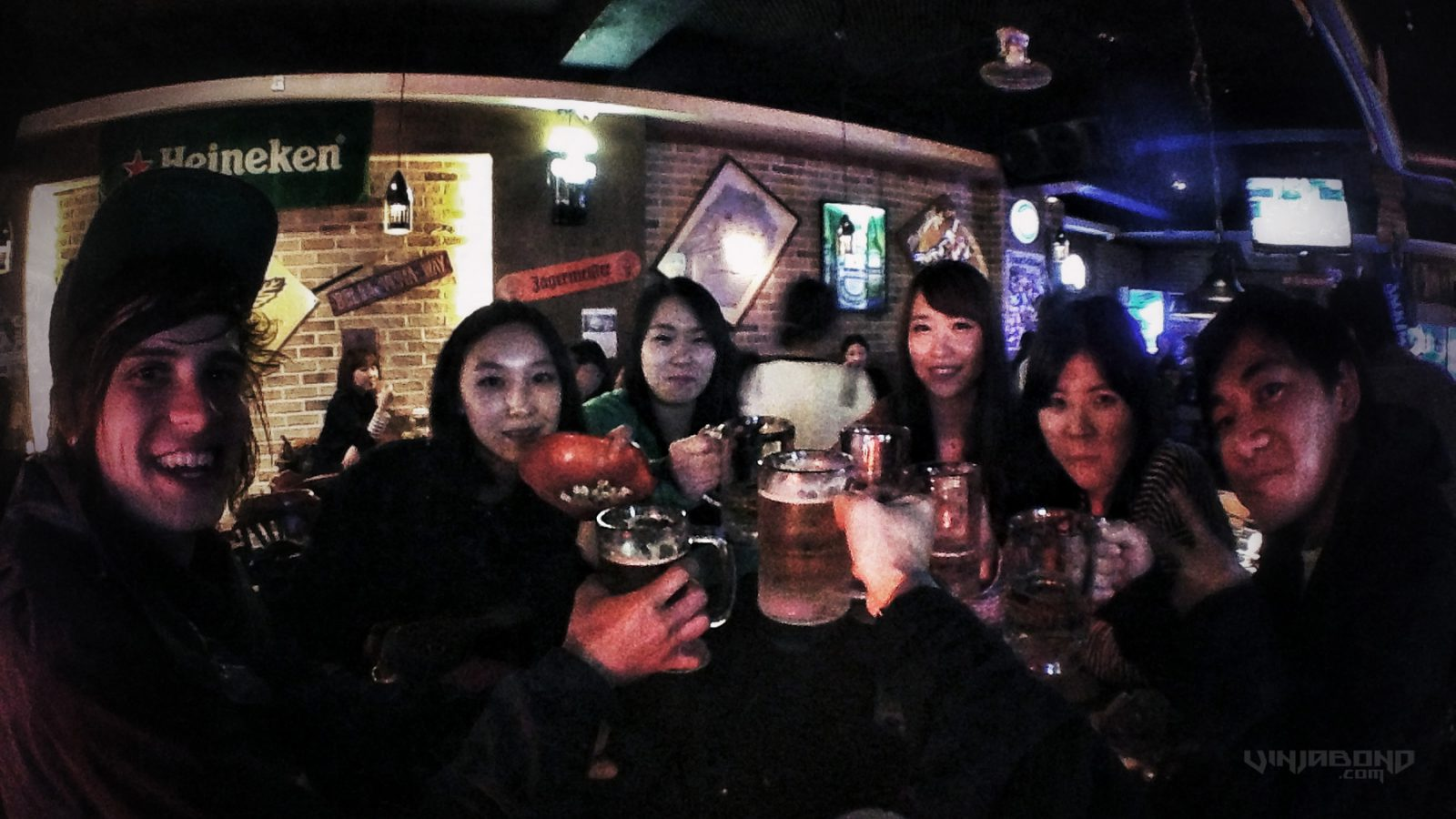 - At a Bar w/ Local Girls and Other Travelers in Hongdae - VINJABOND