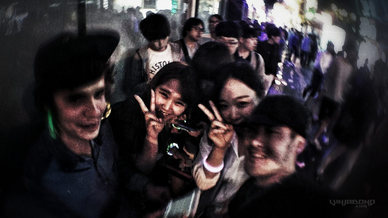 - Partying on The Streets of Hongdae w/ The Local Girls - VINJABOND