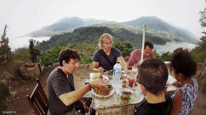 Lunch on a Mountain in Bali, Indonesia // Vinjatek