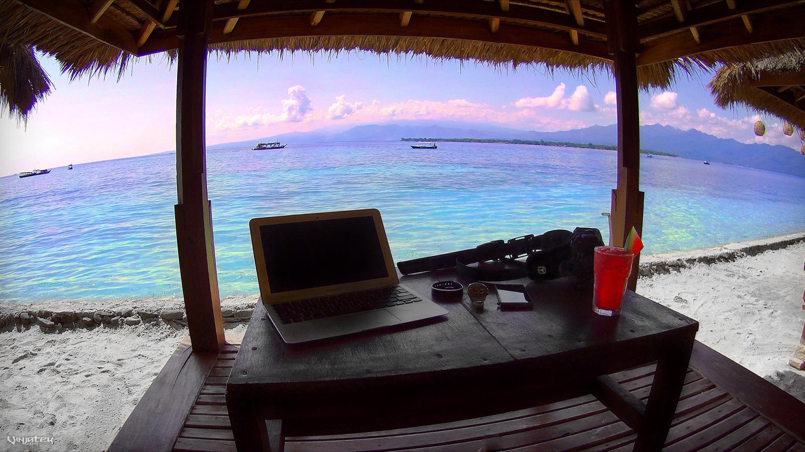 Digital Nomad Office on Gili Meno Island, Indonesia /// Vinjatek