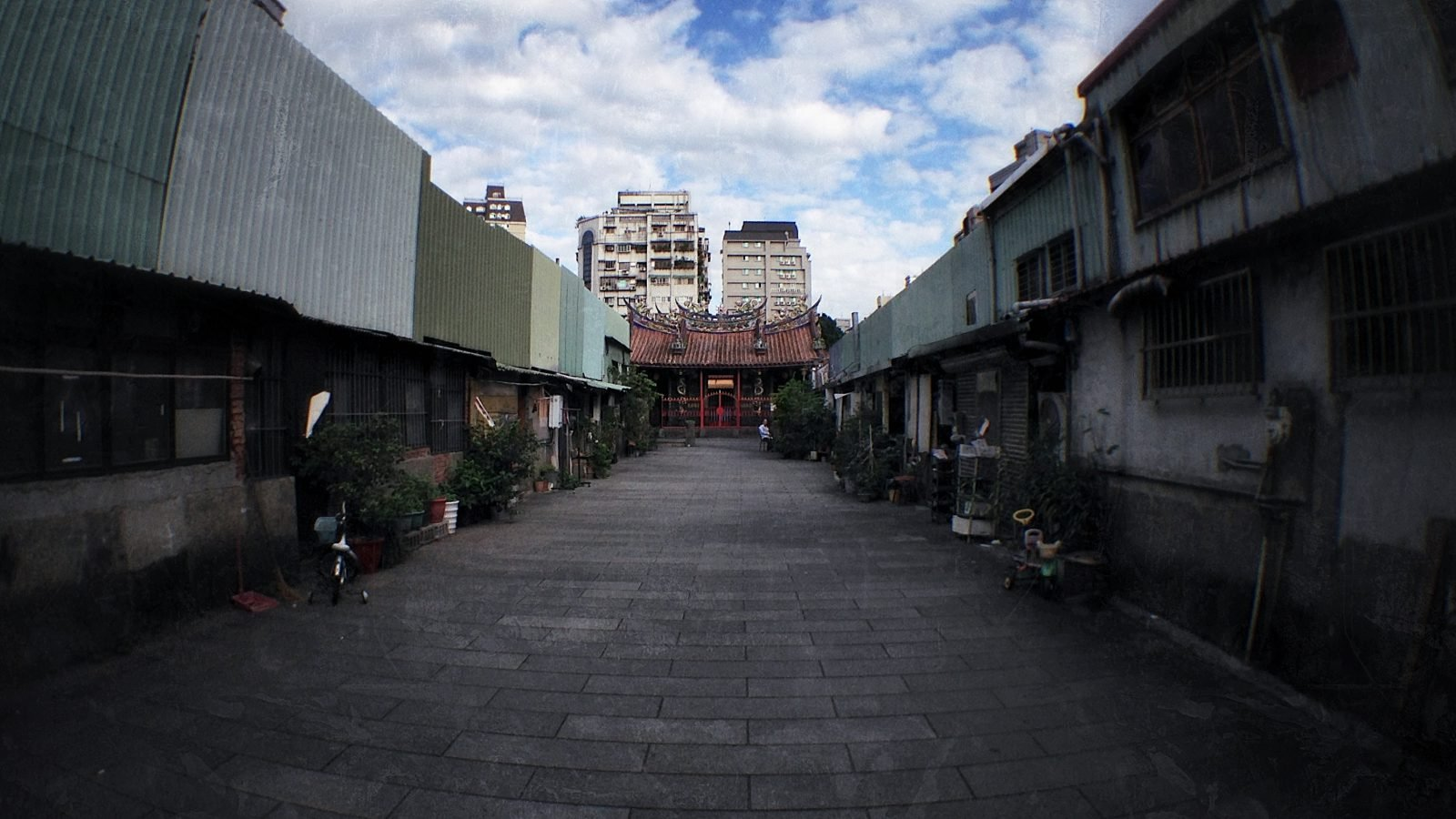 - Urban Exploration of a Condemned Temple Street in Taipei -
