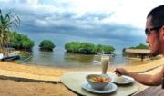 Lunch on my Beach Bungalow in Paradise on Nusa Lembongan, Indonesia /// Vinjatek