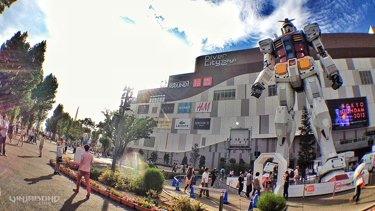 - Full Scale 18 Meter Gundam Robot in Tokyo -
