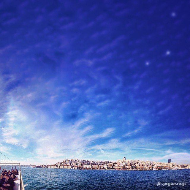 Crossing the Bosphorus from Istanbul, the strait that connects Europe and Asia /// Vinjabond