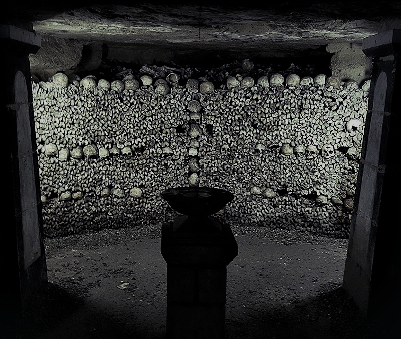 Catacombs of Paris /// Vinjabond
