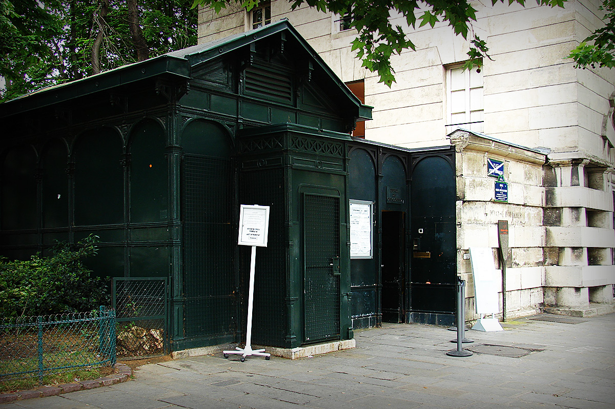 - Only Official Paris Catacombs Entrance -