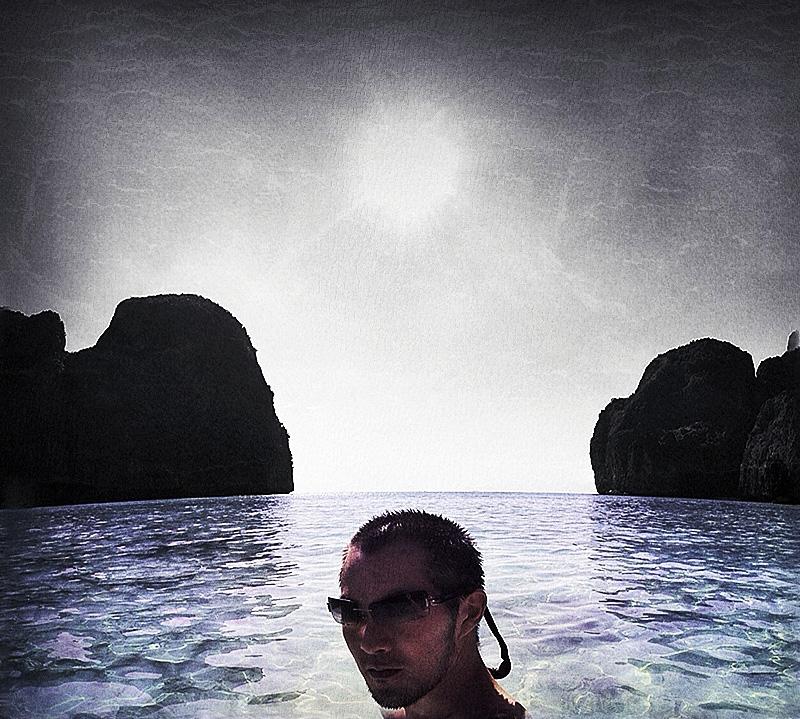 Koh Phi Phi Beach Selfie /// Vinjabond
