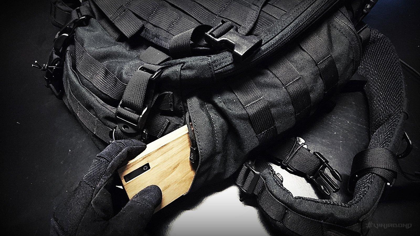 - Hidden Gravity / Corded Pockets -
