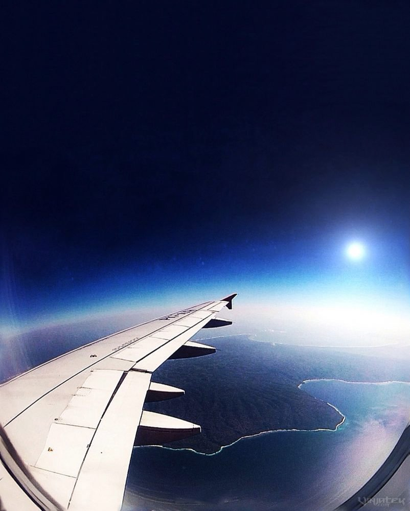 A Black Sunrise Over Paradise During Flight /// Vinjatek