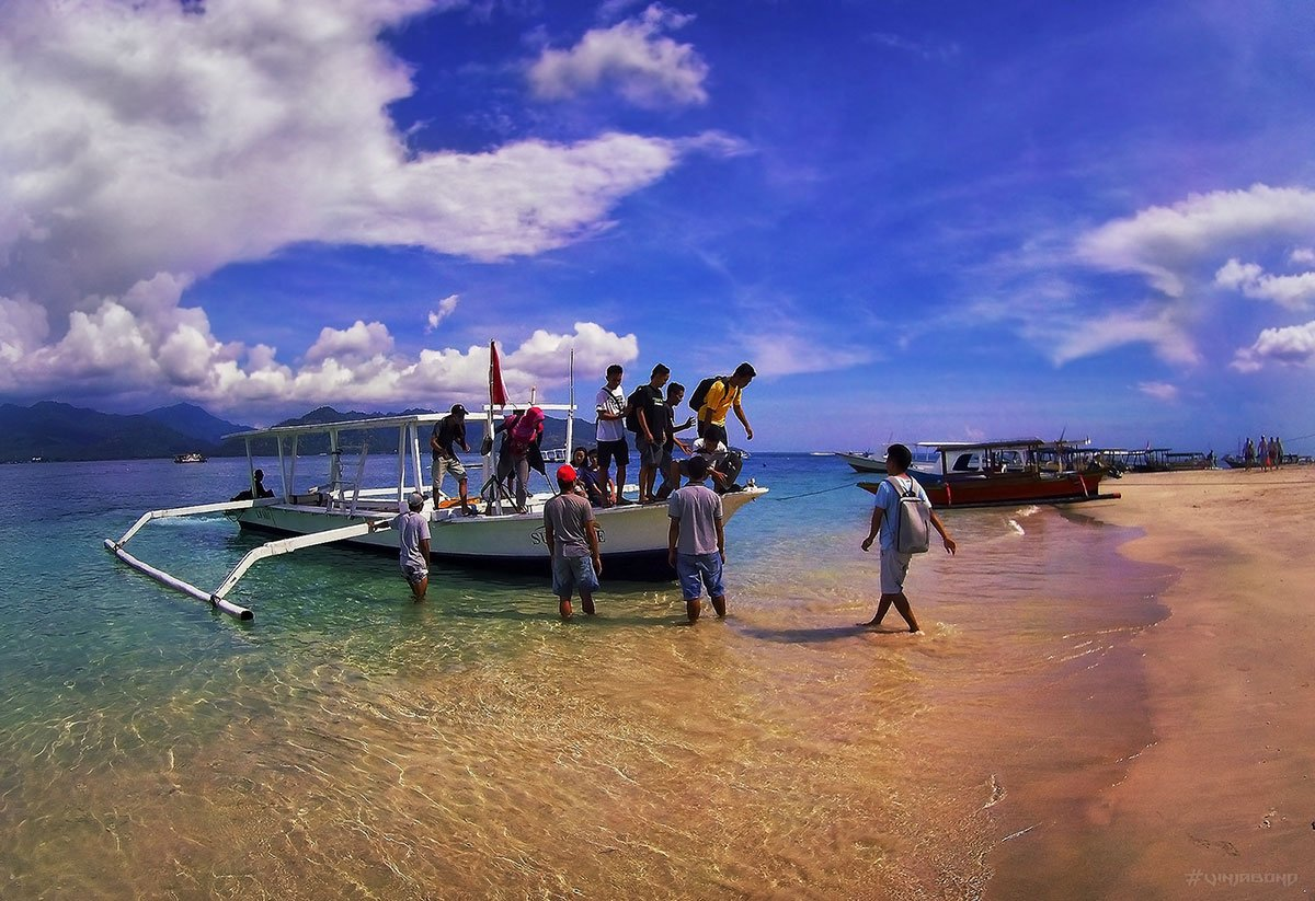 Gili Island Ferry Boat Arrival in Indonesia /// VINJABOND
