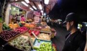 Fruit Shop in Taipei, Taiwan /// Vinjatek