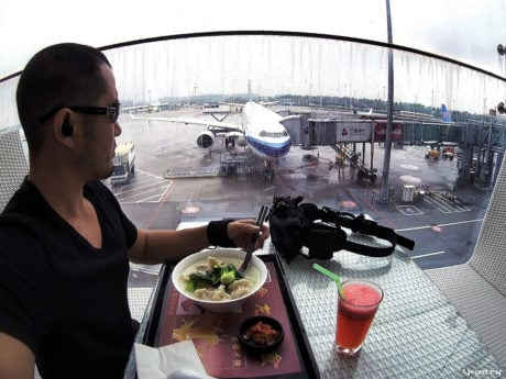 Lunch at Guangzhou Baiyun Airport in China /// Vinjatek