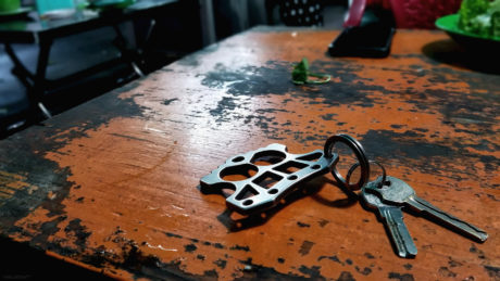 EDC Methods: Keychain Defense with the Raidops Titanium Knuck /// Vinjatek