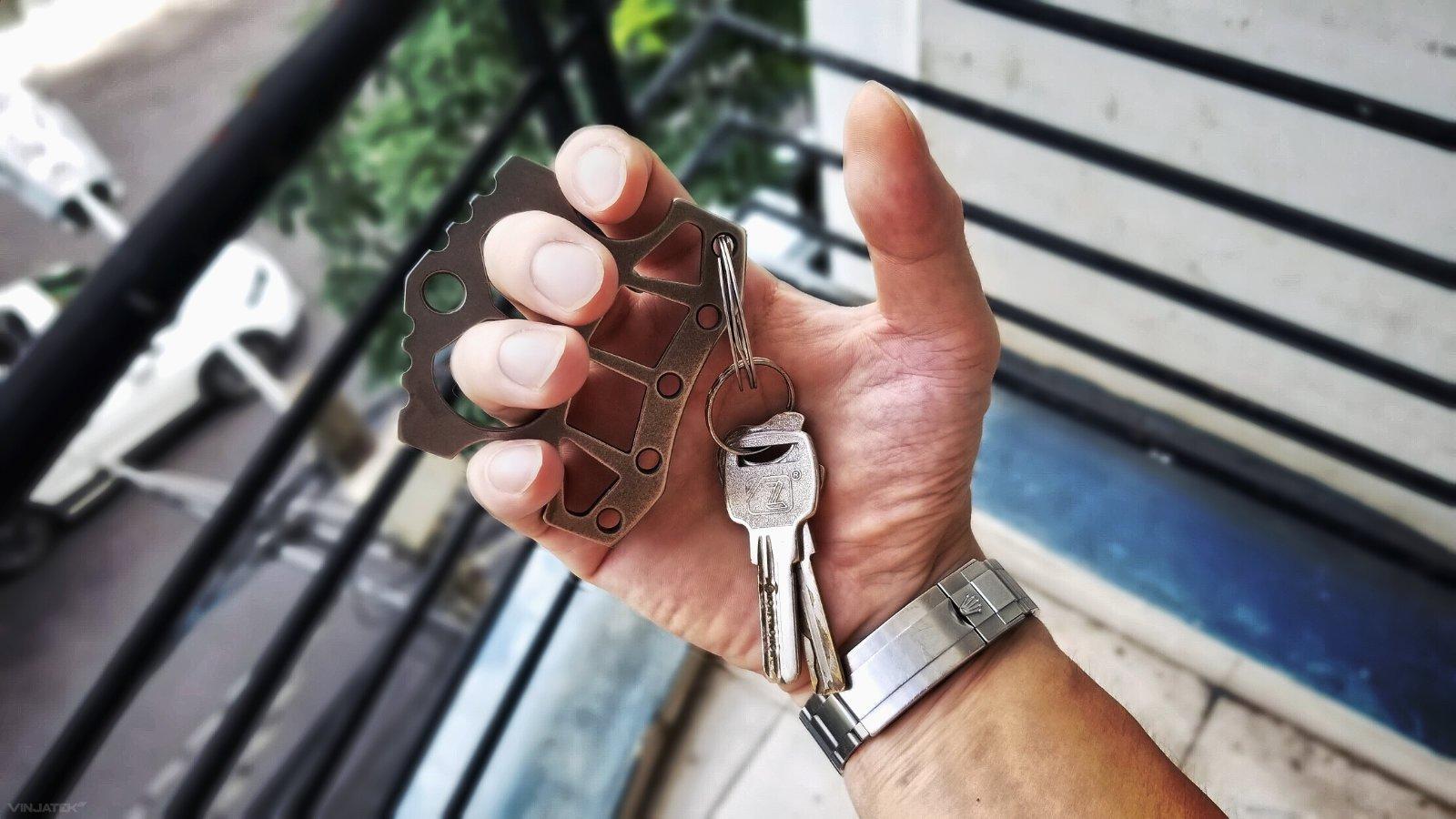 Brass Knuckles Keychain EDC with Rolex Submariner /// Vinjatek