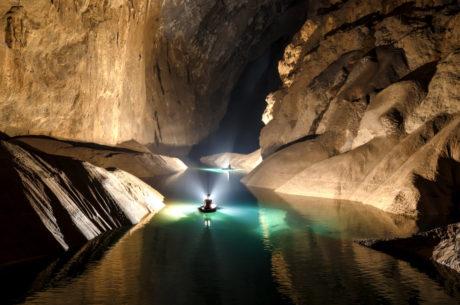 Kayaking Son Doon Cave in Vietnam /// Vinjatek