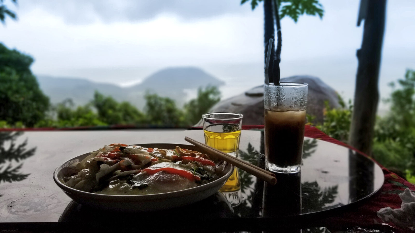 A pit stop restaurant on the Hai Van Pass in Vietnam /// Vinjatek