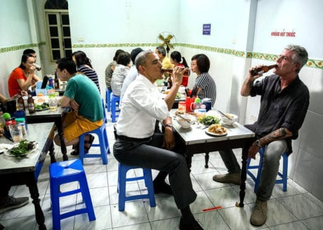 Obama and Anthony Bourdain Eating and Drinking in Hanoi, Vietnam /// Vinjatek