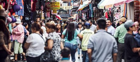 How to be Street Smart in a Crowded Street in Los Angeles, California /// Vinjatek