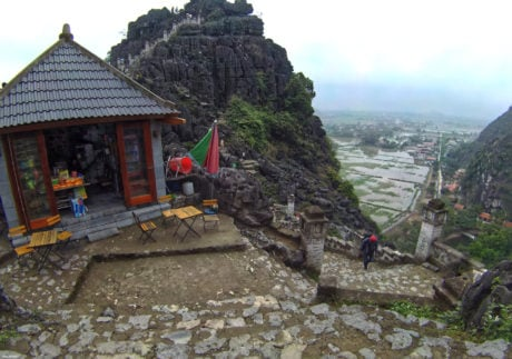 Bodega on Hang Mua Mountain in Ninh Binh, Vietnam /// Vinjatek