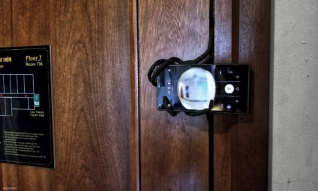 DIY Improvised Door Peephole Smartphone Security System /// Vinjatek