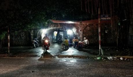 Street Smarts in Hanoi, Vietnam /// Vinjatek