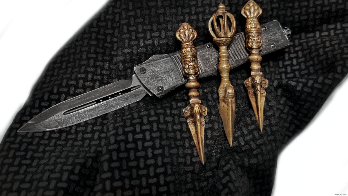 Phurba Daggers With a Microtech Troodon Knife /// Vinjatek