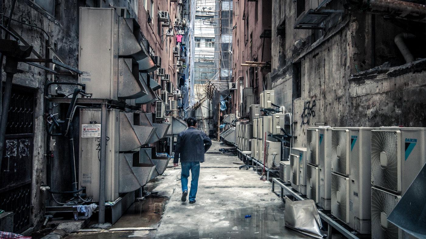 Dangerous Alleyway in Hong Kong, China /// Vinjatek